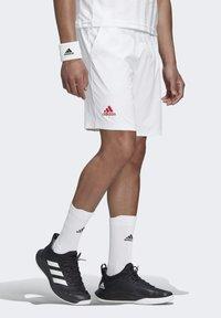 adidas Performance - ERGO SHORT - Sportovní kraťasy - white / scarlet - 3