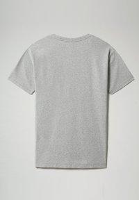 Napapijri - S-PATCH SS - T-shirt - bas - medium grey melange - 6