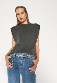 Trendyol - Print T-shirt - anthracite - 3