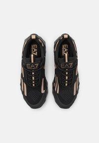 EA7 Emporio Armani - UNISEX - Sneakers basse - black/bronze - 3