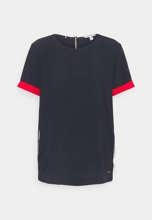 FLUID RELAXED - Print T-shirt - desert sky/fireworks/white