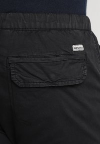 INDICODE JEANS - LEVI PLUS - Pantaloni cargo - black - 5