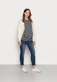 Pieces Maternity - PCMLILA - Jeans slim fit - dark blue denim - 1
