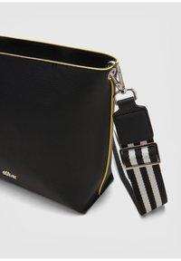 s.Oliver - CITY  - Across body bag - black - 5