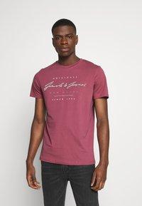 Jack & Jones - JORMARIUS TEE CREW NECK  - T-shirt imprimé - hawthorn rose - 1