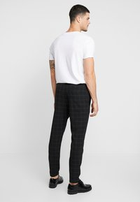 Only & Sons - ONSLINUS PANT  - Trousers - black - 2