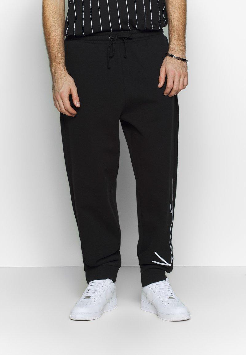 Karl Kani - SIGNATURE RETRO - Pantalon de survêtement - black/white