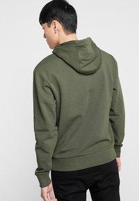 Calvin Klein - TEXT STRIPE LOGO HOODIE - Hoodie - green - 2