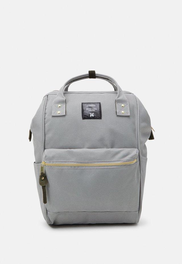 STANDARD TOTE PATCH LOGO UNISEX - Batoh - light grey