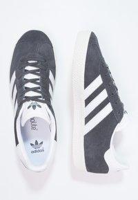 adidas Originals - GAZELLE  - Trainers - solid grey/white/gold metallic - 1