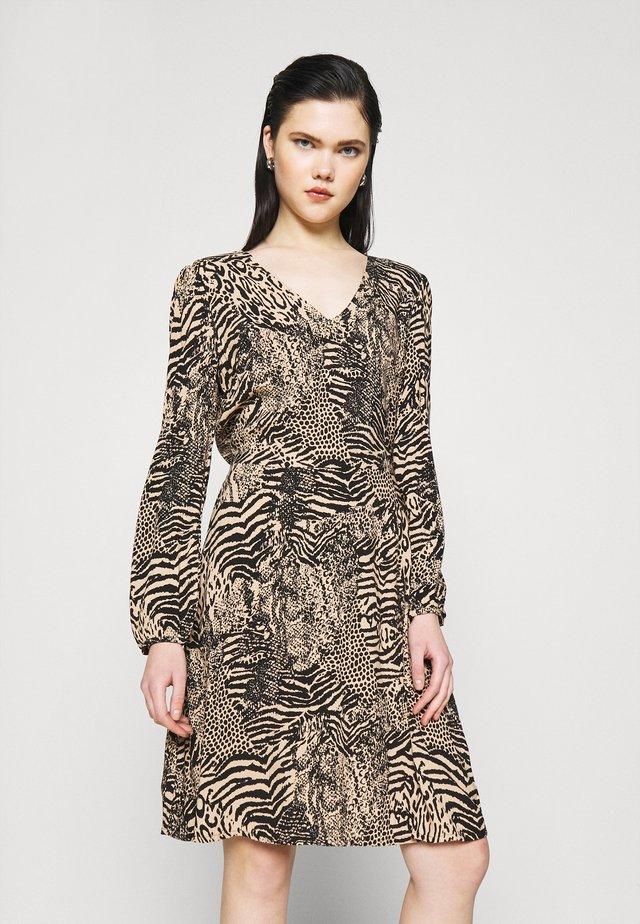 IHVERA - Denní šaty - oxford tan