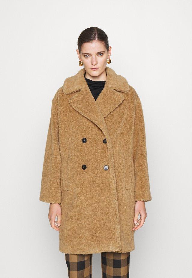 PERAK - Winter coat - cammello