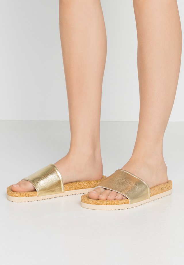POOL - Mules - gold