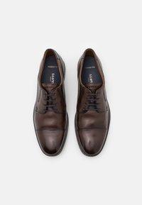 Lloyd - KAJO - Elegantní šněrovací boty - brown - 3