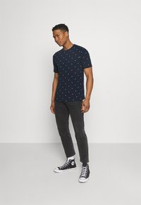 Scotch & Soda - CLASSIC ALLOVER PRINTED TEE - Print T-shirt - dark blue - 1