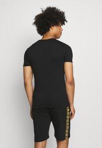 Brave Soul - SNAKE PRINTED SET - Print T-shirt - black - 2