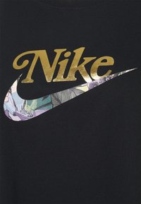Nike Sportswear - TEE FEMME PLUS - Print T-shirt - black - 4