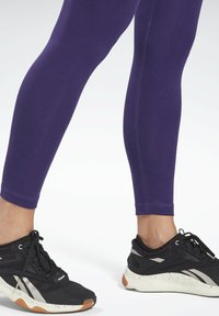 Reebok - COTTON ELEMENTS WORKOUT LEGGINGS - Leggings - purple - 4