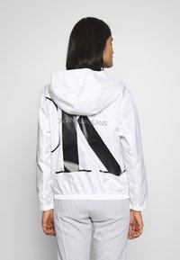 Calvin Klein Jeans - LARGE LOGO HOODED ZIP THROUGH - Summer jacket - bright white - 2