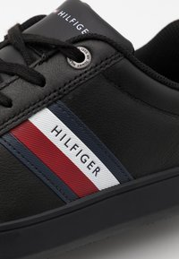Tommy Hilfiger - ESSENTIAL CUPSOLE - Sneakersy niskie - black - 5