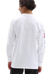 Vans - MN VANS X SPONGEBOB AIRBRUSH LS - Long sleeved top - white - 0
