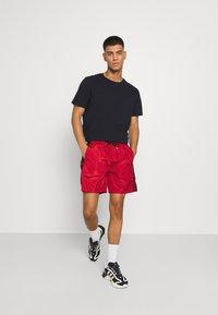 Glorious Gangsta - HARLAN - Shorts - red - 1