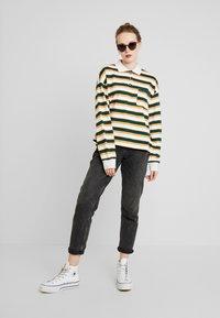 Monki - MIA - Sweatshirt - off-white/green - 1