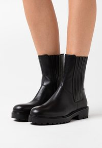 Vagabond - KENOVA - Platform ankle boots - black - 0