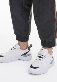 Puma - PUMA LIA WOMEN'S TRAINERS FEMALE - Sneakers basse - white - 0