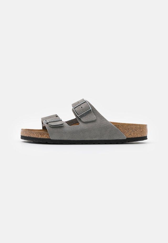 Arizona Soft Footbed - Domácí obuv - desert buck whale gray