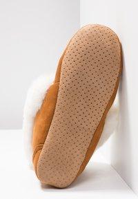 flip*flop - MOCASSIN BOOTY - Hausschuh - cognac - 6