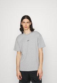 Nike Sportswear - TEE PREMIUM ESSENTIAL - T-paita - grey heather - 0