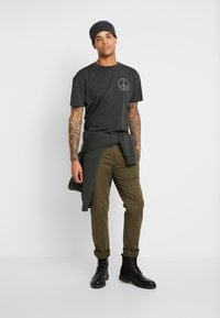 Scotch & Soda - STUART - Chino kalhoty - army - 1