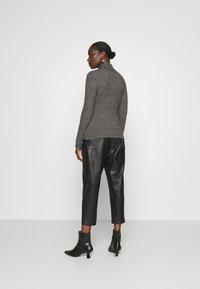 Zign - Wool blend- fitted roll neck - Jersey de punto - mottled dark grey - 2
