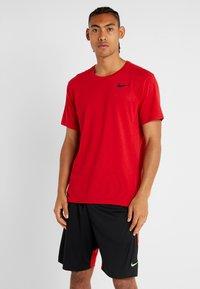 Nike Performance - Basic T-shirt - university red/black - 0