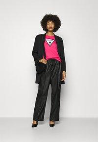 Guess - ORIGINAL TEE - T-shirt print - girly pink - 1