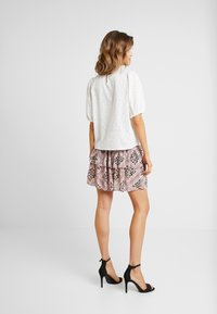 Vero Moda - VMAMSTERDAM LAYER SHORT SKIRT - Pleated skirt - misty rose - 2