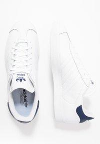 adidas Originals - GAZELLE - Zapatillas - footwear white/dark blue - 1