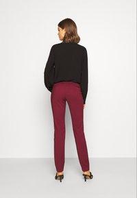 Vero Moda - VMLEAH CLASSIC PANT - Kalhoty - cabernet - 2