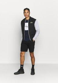 Lacoste Sport - T-shirt imprimé - navy blue/white - 1