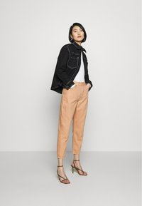 Ética - ALEX ANKLE - Jeans Tapered Fit - coffee - 1