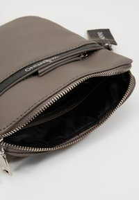 Valentino by Mario Valentino - CODE - Across body bag - grigio - 2