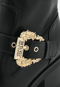 Versace Jeans Couture - Kotníkové boty na platformě - nero - 6