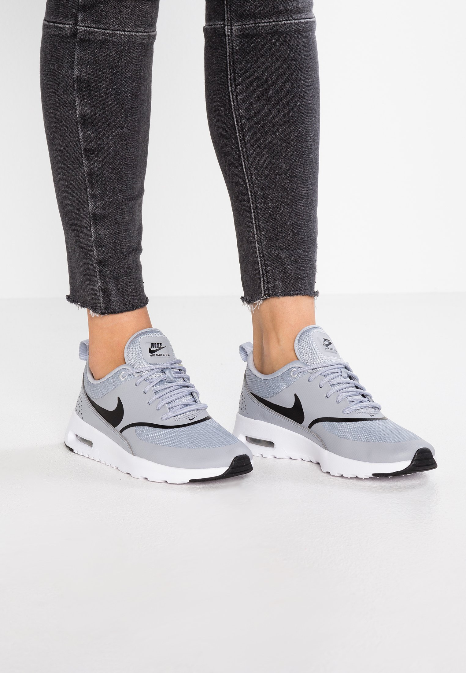 AIR MAX THEA - Sneakers laag - wolf grey/black