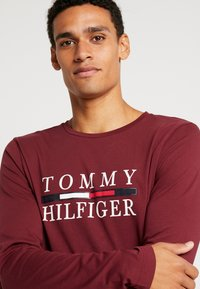 Tommy Hilfiger - LONG SLEEVE TEE - Long sleeved top - red - 4