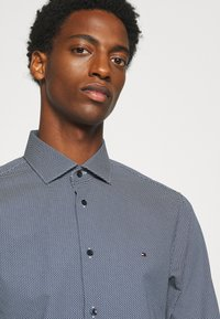 Tommy Hilfiger Tailored - MICRO PRINT CLASSIC SLIM - Formal shirt - blue - 3