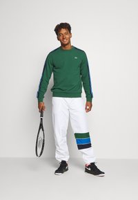 Lacoste Sport - XH2448 - Pantalon de survêtement - white/navy blue/utramarine/green - 1