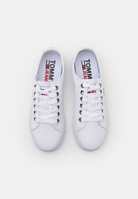 Tommy Jeans - LOW CUT VULC - Trainers - white - 5