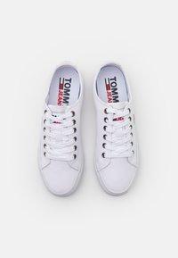 Tommy Jeans - Matalavartiset tennarit - white - 5