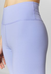 Nike Performance - ONE LUXE - Tights - light thistle/clear - 5